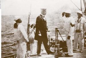 João Cândido entrega o comando do Minas Gerais ao capitão Pereira Leite